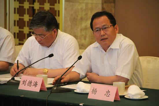 省決策咨詢研究基地工作會議在寧召開
